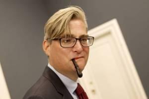 Søren Pind med lakridspibe. Mærkesag eller billige point? Billede fra http://politiken.dk